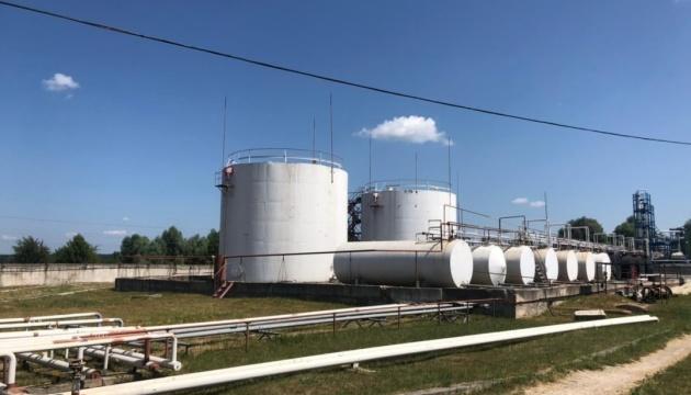 В Черниговской области нелегально производили топливо на неработающем заводе