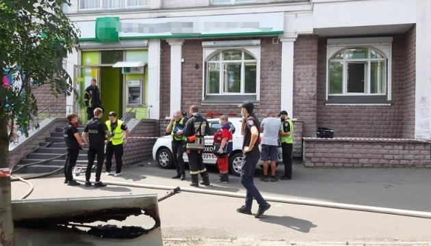 В Киеве женщина пыталась ограбить банк с пистолетом и «коктейлем Молотова»