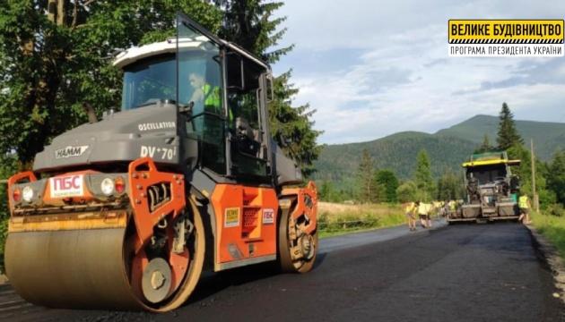 На Закарпатье восстанавливают дорогу к уникальной ферме с пятнистыми оленями