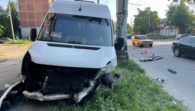 В Запорожье маршрутка попала в ДТП - 13 пострадавших