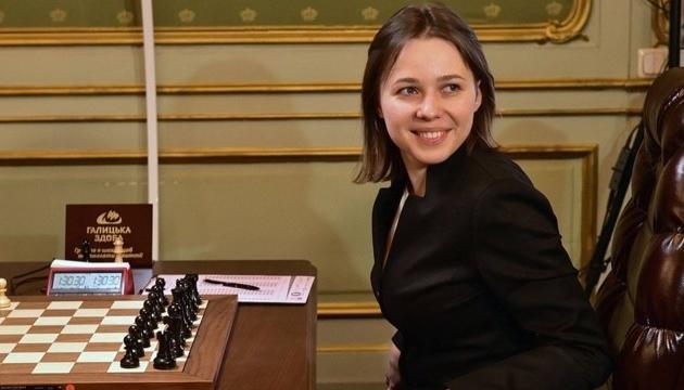 На Кубку світу з шахів сенсацій стає дедалі більше