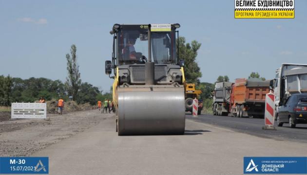 На Донеччині ремонтують автодорогу Знам'янка – Ізварине