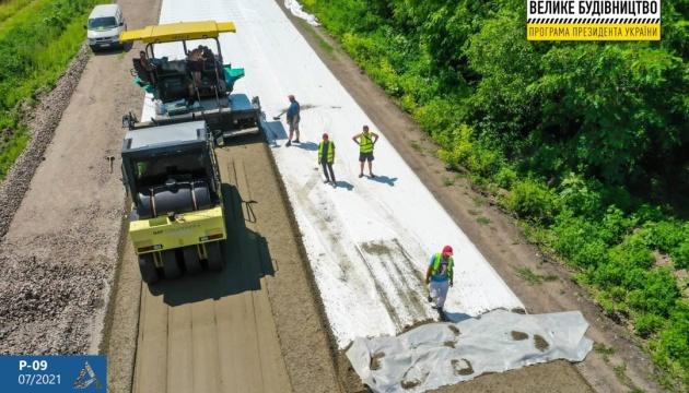 Укравтодор ремонтує шлях на Канів за технологією «укочуваний бетон»