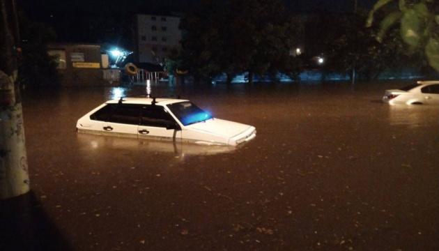 Мощный ливень в Одессе: машины плавали, два самолета не смогли приземлиться