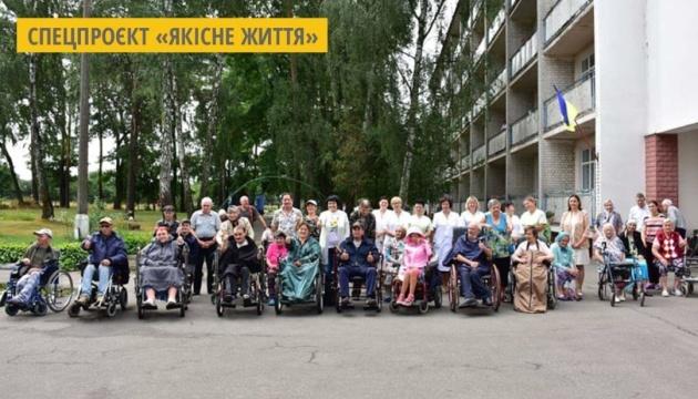 У Чернігові презентували колекцію спецодягу для людей в інвалідних візках