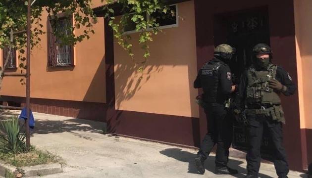 В окупованій Євпаторії ОМОН проводить обшуки в будинках кримських татар