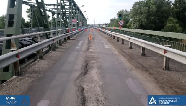 На Закарпатті ремонтують дорогу на КПП Чоп-Захонь на угорському кордоні
