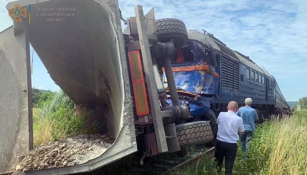 ДТП з потягом і фурою на Закарпатті: постраждали п'ятеро осіб