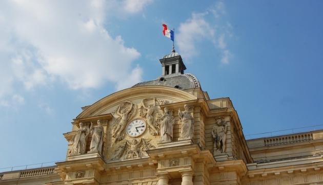 Во Франции ввели COVID-пропуска и обязательную вакцинацию для медиков