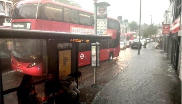 Аномальні опади й повені паралізували Лондон