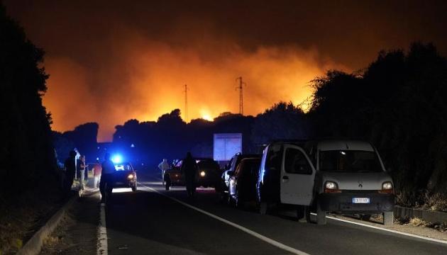 Сардинию охватили масштабные лесные пожары, сотни людей эвакуированы