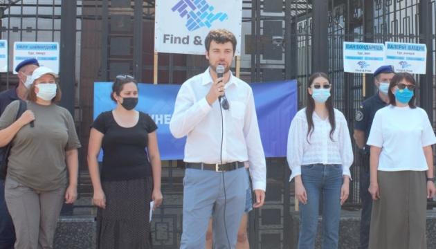КрымSOS под посольством РФ в Киеве напомнил о насильственных исчезновениях на полуострове