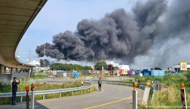 В Германии произошел взрыв на химзаводе, людей просят не открывать окна