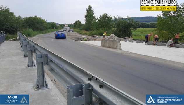 На Прикарпатті оновлюють чотири мости на Дорозі єдності