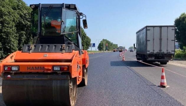 Будівельники завершують ремонт головної дороги Черкаської області