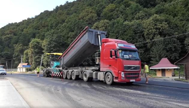 На Закарпатье завершают восстанавливать дорогу к курортам Шаян и Велятино