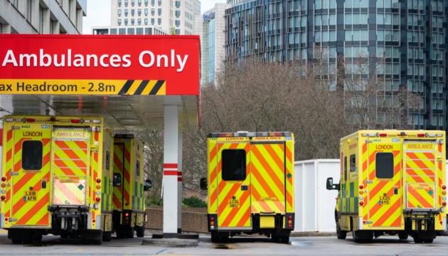 В Британии - наибольшее с марта число смертей от COVID-19