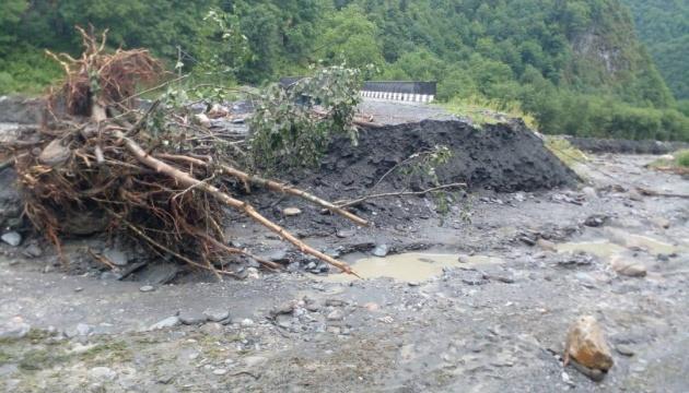 Негода наробила лиха на заході Грузії: зруйнувала автошляхи та затопила домівки