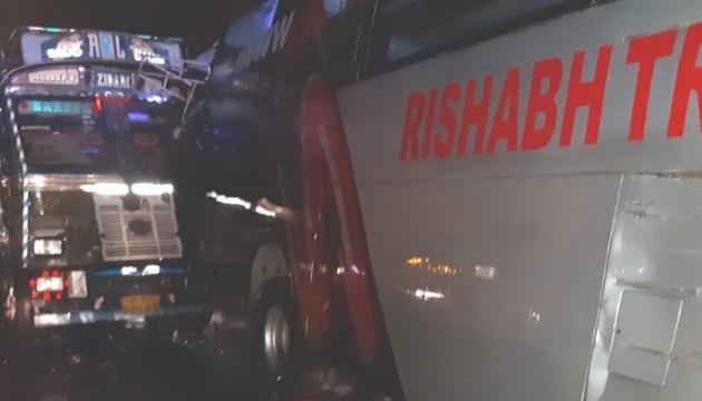 В Индии столкнулись грузовик и автобус - 18 погибших