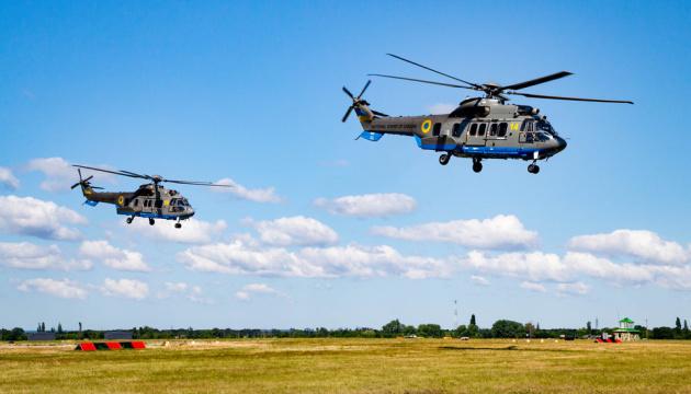 Подготовка к параду: вертолеты Airbus начали тренировочные полеты над Крещатиком