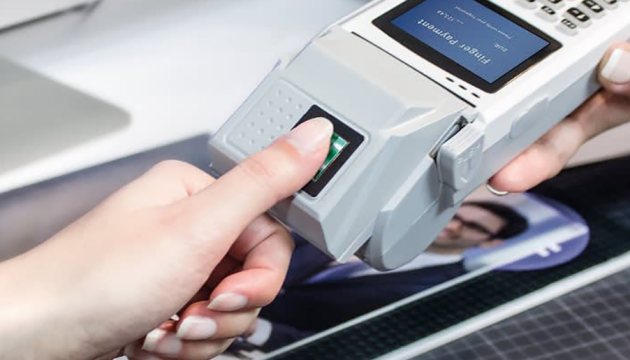 В Україні запровадили збір біометричних даних іноземців для оформлення віз