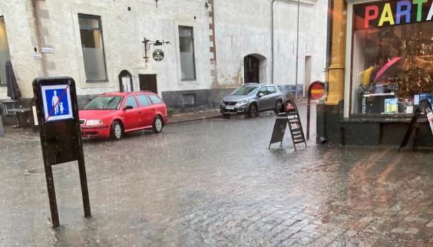 Мощный ливень затопил улицы нескольких городов в Швеции