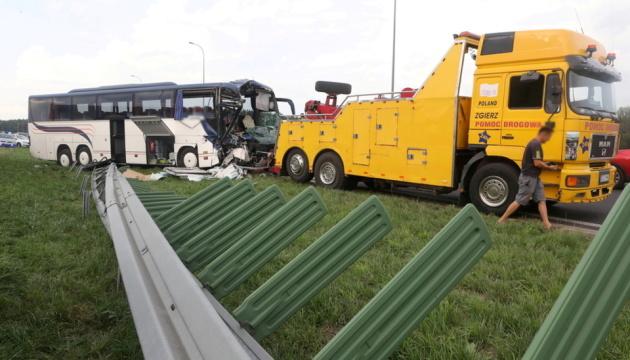 У Польщі автобус із дітьми зіткнувся з вантажівкою – 12 постраждалих