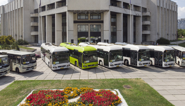 У Києві показали нові автобуси з чемними водіями та комфортною температурою