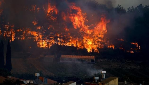 Во время масштабного пожара возле Афин украинцы не пострадали - Кулеба