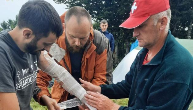 У Карпатах в групу туристів влучила блискавка