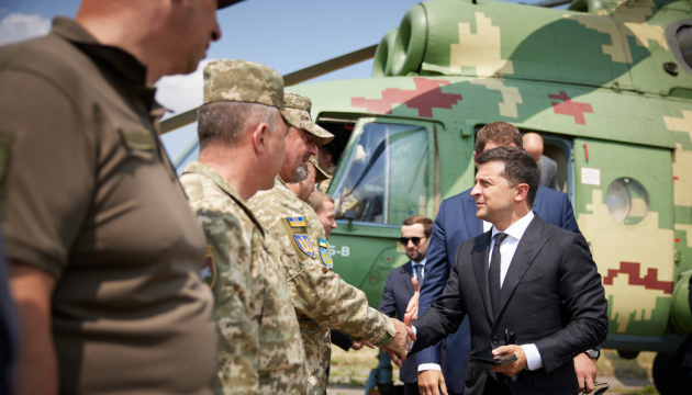 Zelensky arrives in Donetsk region