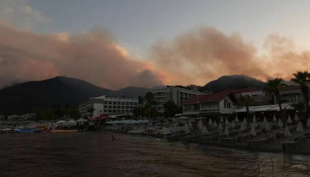 В Турции локализовали 129 пожаров, горит лес в четырех провинциях