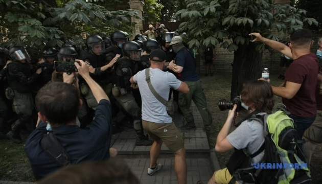 Полиция составила админпротоколы на 12 участников столкновений под ОП