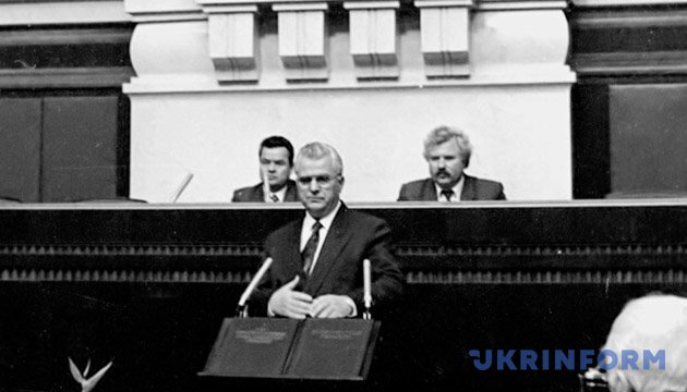 На фото: Леонід Кравчук прийняв присягу Президента України на вірність народу України. Із фондів Укрінформу.