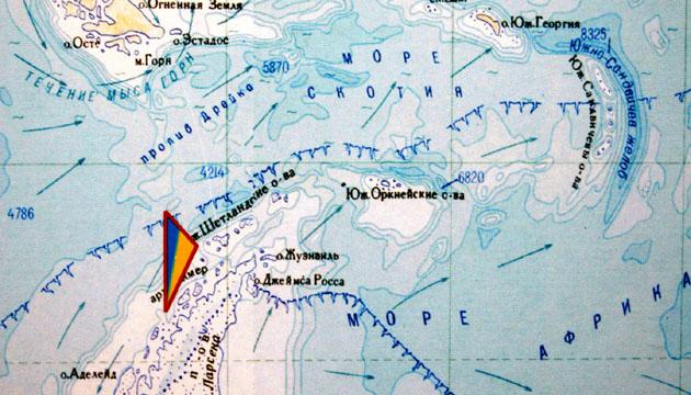 На фото:Українська станція «Академік Вернадський» - на карті Антарктиди. Зйомка 29 березня 2004 року, Київ
