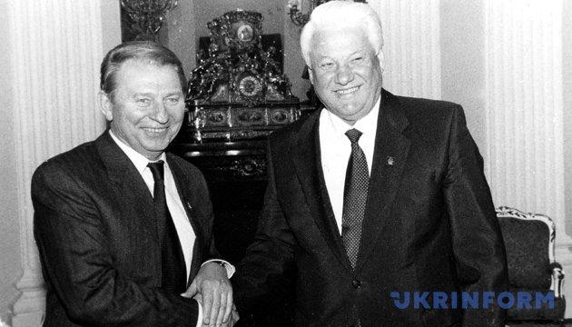 На фото: Президент України Леонід Кучма та президент Росії Борис Єльцин (праворуч). Із фондів Укрінформу