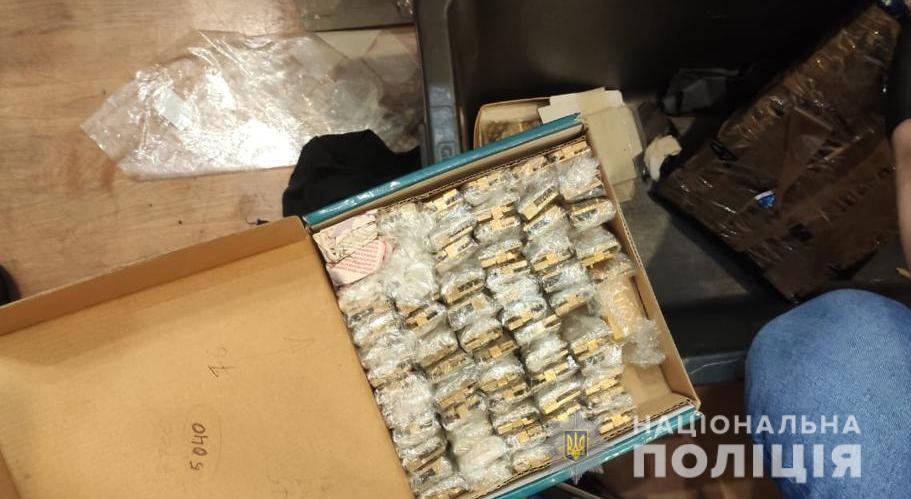 На подпольной фабрике под Киевом шили под «Hermes», «Stefano Ricci», «Zilli» - там изъяли 16 крокодиловых шкур (ФОТО) 5