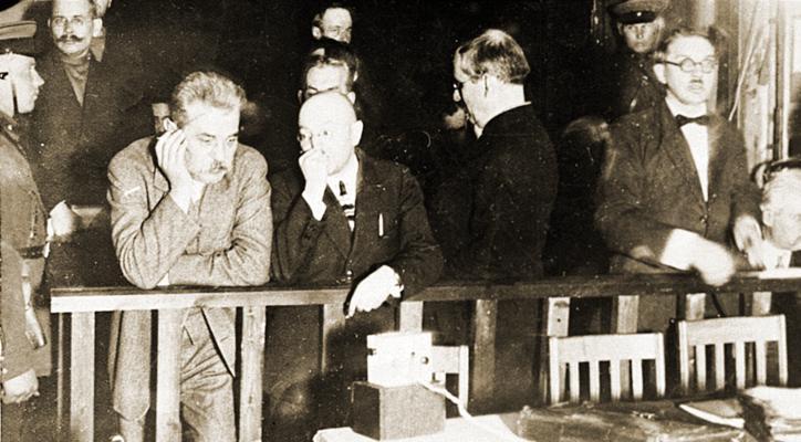 Сергей Ефремов (слева)