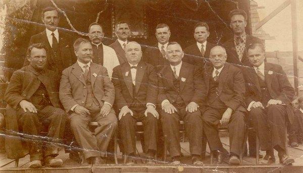 Омелян Ковч сидить крайній зліва