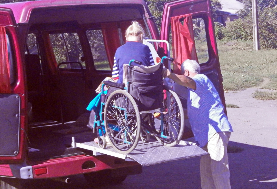 Немічних мешканців Шишацької громади обслуговують соціальні таксі