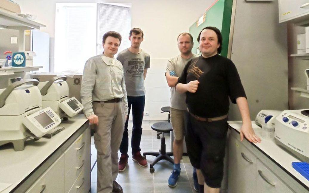 Ростислав Білий (перший зліва)