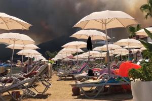 Туреччина евакуює людей з готелів та пляжів, затримали підозрюваного у підпалі