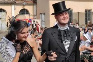 На Львівщині провели ретро-фестиваль для порятунку палацу Бадені