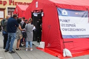 В Польше «желтые жилеты» подожгли пункт вакцинации