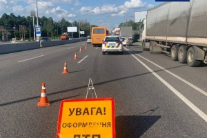 На Одесской трассе под Киевом автобус столкнулся с грузовиком, есть пострадавшие
