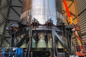 SpaceX установила 29 двигателей на гигантскую ракету Super Heavy