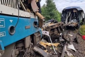 Число жертв железнодорожной аварии в Чехии возросло до трех