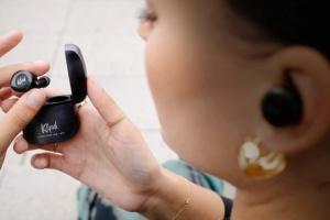 З'явилися навушники, які дозволяють приймати дзвінки кивком голови