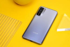 Тройная камера и суперчеткий дисплей: Honor представила новый бюджетный смартфон
