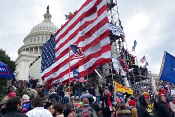 В США покончили с жизнью еще двое полицейских, защищавших Капитолий